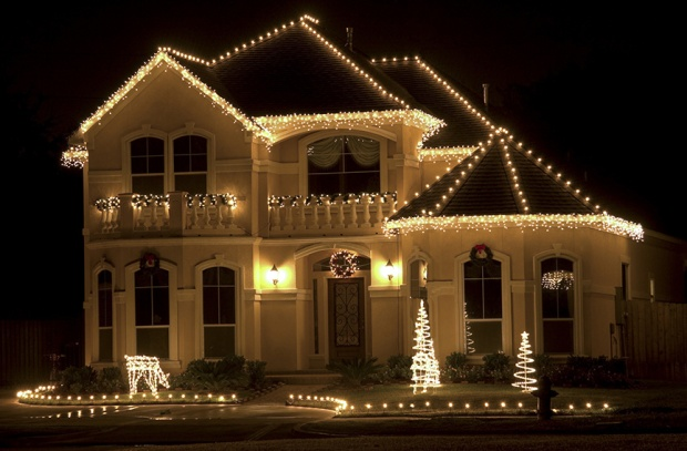 classic-white-christmas-roof-lights - History Of Christmas Lights €� Welcome To Bear Hollow
